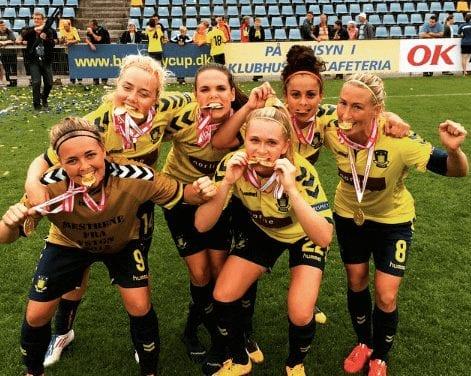 Randers FC - Brøndby IF , Alka Superliga, Bionutria Park, Randers, 30.november: Spillerne går på banen (foto: Henning Bagger / Scanpix2016)