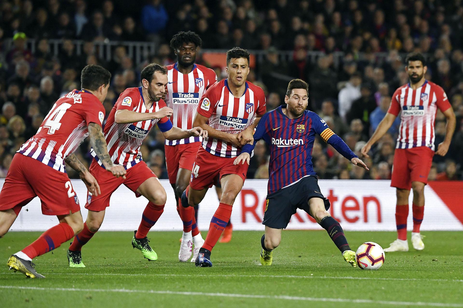 efc850cb284 Barcelona vinder 2-0 over Atletico og er nu snublende tæt på det spanske  mesterskab